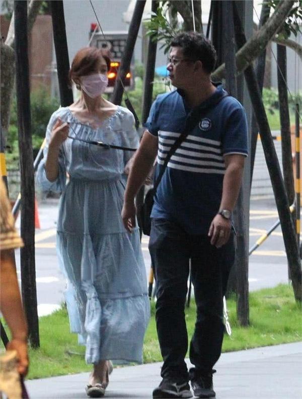 Chỉ với chi tiết này, Lâm Chí Linh được cho là đã mang thai với ông xã kém 7 tuổi sau nửa tháng kết hôn 1
