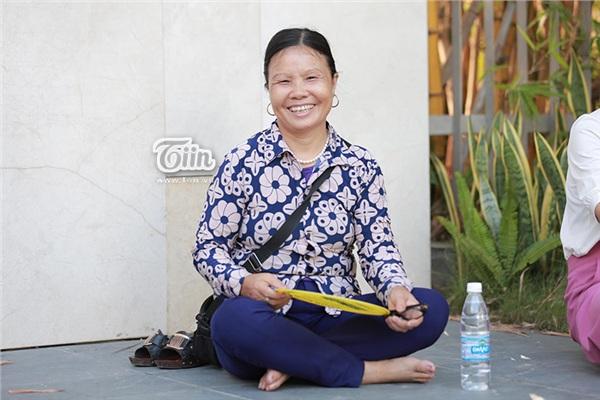 Cô Đinh Thị Liên - phụ huynh đưa con đi thi THPT Quốc gia