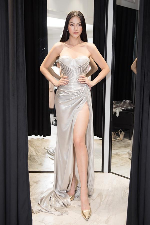 Trước khi qua Mỹ chấm thi Miss Earth 2019, Phương Khánh vội vã đi thử váy áo 3