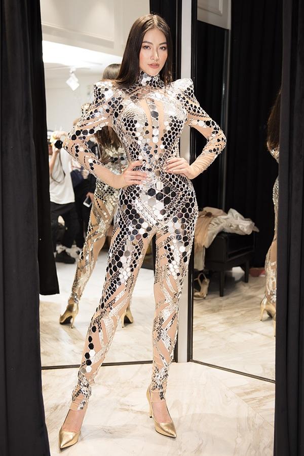 Trước khi qua Mỹ chấm thi Miss Earth 2019, Phương Khánh vội vã đi thử váy áo 4