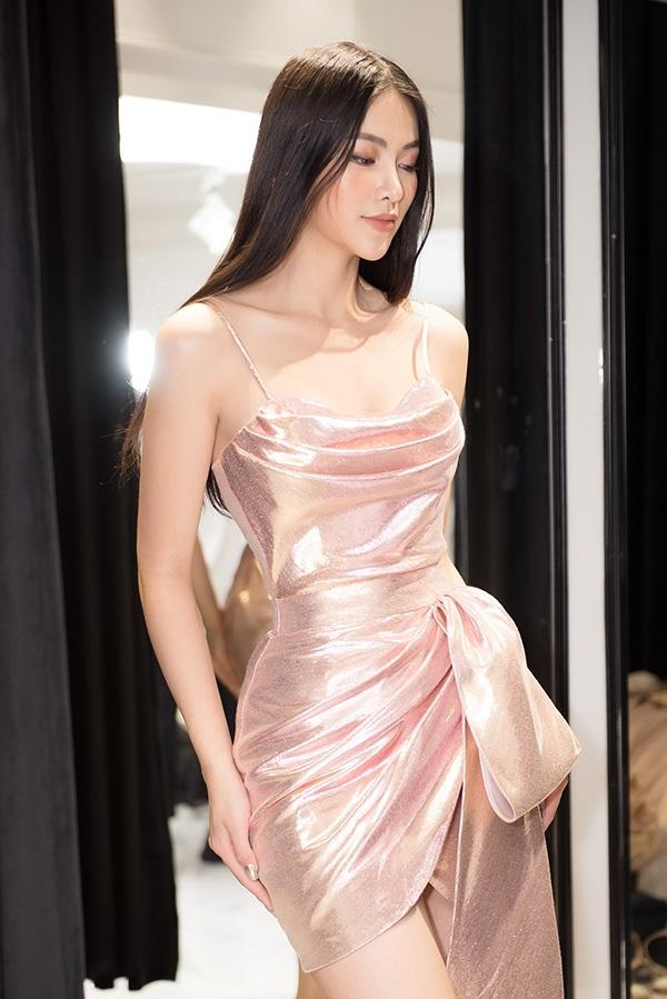 Trước khi qua Mỹ chấm thi Miss Earth 2019, Phương Khánh vội vã đi thử váy áo 6