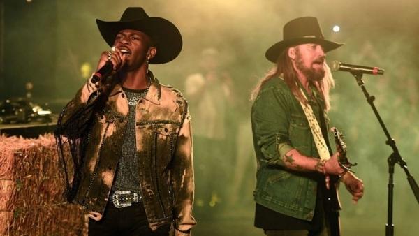 Trong suốt 12 tuần giữ vị trí No.1 Billboard Hot 100, Lil Nas X và Billy Ray Cyrus đã khiến nhiều tên tuổi khác phải 'cay cú' khi 'giành giật' mãi cũng chẳng thể chạm đến No.1.