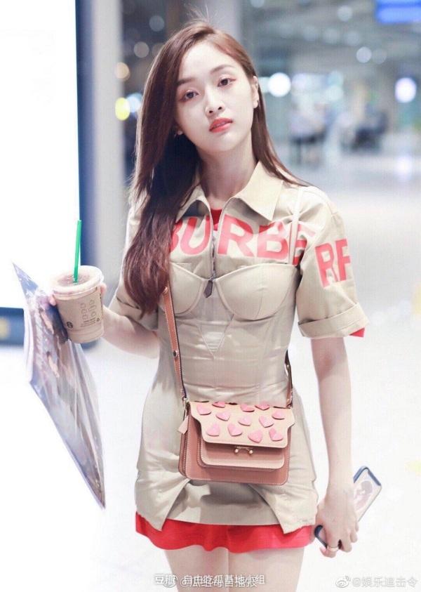 Jisoo (Black Pink) 'xử đẹp' cả mỹ nhân thế hệ mới của Trung Quốc lẫn Cardi B khi mặc đụng hàng 3