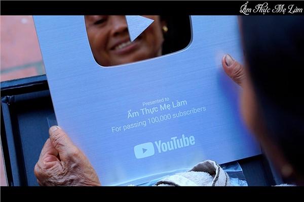 Sau bao ngày chờ đợi, 'Ẩm thực mẹ làm' cũng được nhận nút bạc từ Youtube 3