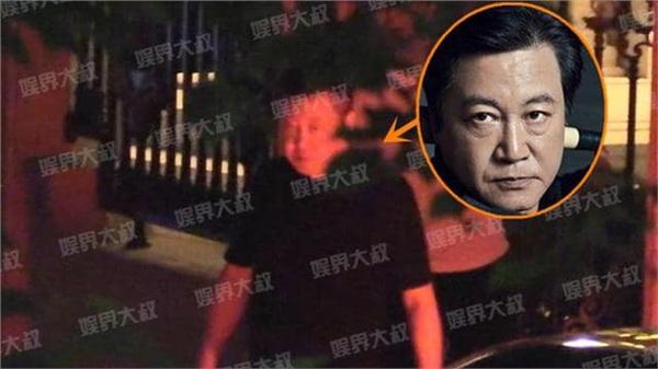 Hình ảnh đạo diễn Triệu Bảo Cương xuất hiện trong buổi gặp gỡ.