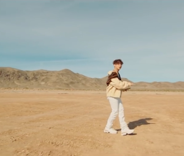 Hóa ra stylist của Sơn Tùng trong MV 'Hãy trao cho anh' đã từng là 'phù thủy' cho IZ*ONE 9