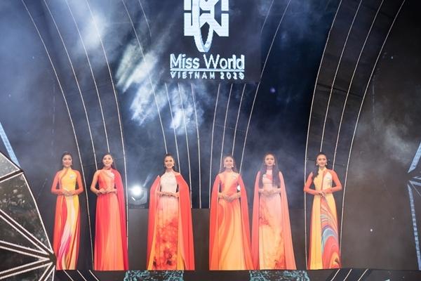 Dàn thí sinh Miss World Việt Nam khu vực phía Bắc khoe nhan sắc nổi bật trong phần thi áo dài 0