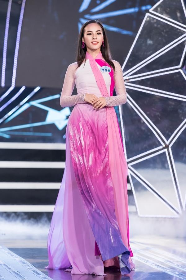 Dàn thí sinh Miss World Việt Nam khu vực phía Bắc khoe nhan sắc nổi bật trong phần thi áo dài 1