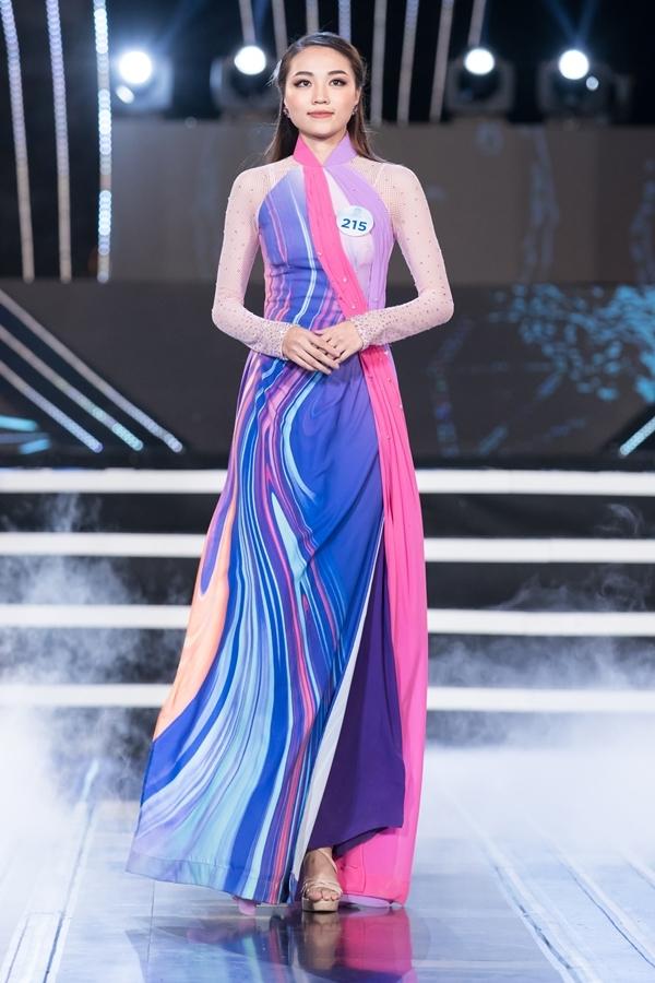 Dàn thí sinh Miss World Việt Nam khu vực phía Bắc khoe nhan sắc nổi bật trong phần thi áo dài 2