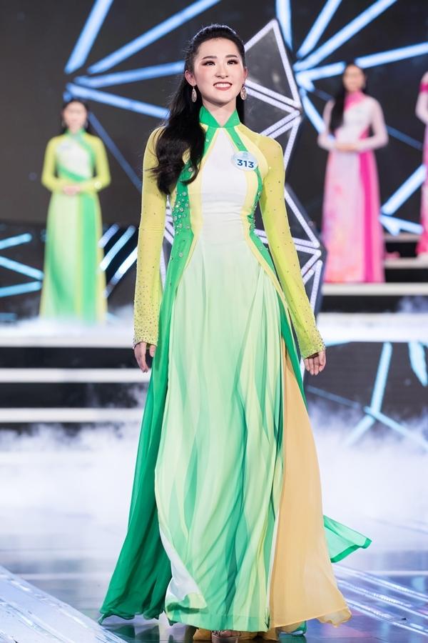 Dàn thí sinh Miss World Việt Nam khu vực phía Bắc khoe nhan sắc nổi bật trong phần thi áo dài 5