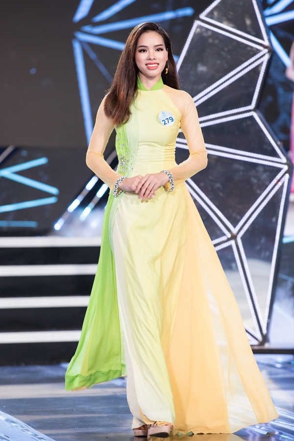 Dàn thí sinh Miss World Việt Nam khu vực phía Bắc khoe nhan sắc nổi bật trong phần thi áo dài 6