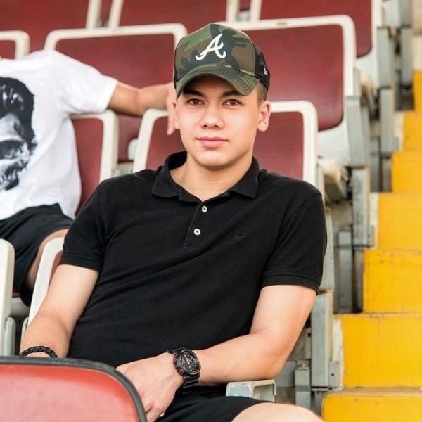 Chỉ một khoảnh khắc chụp chung với thủ môn Đặng Văn Lâm, chàng cầu thủ Việt kiều được dân mạng 'rần rần' tìm kiếm 2