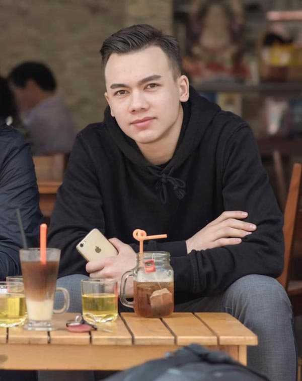 Chỉ một khoảnh khắc chụp chung với thủ môn Đặng Văn Lâm, chàng cầu thủ Việt kiều được dân mạng 'rần rần' tìm kiếm 1