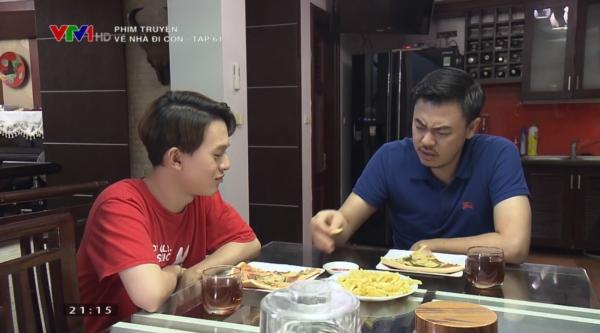 Trong khi đó, bố con Quốc và Bảo đã nói chuyện bình thường với nhau