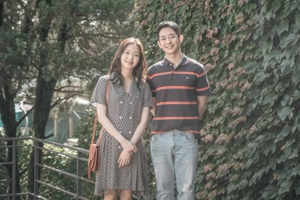 Phim mới của Jung Hae In tung poster mới, tạo hình nhân vật cứ ngỡ Seo Jun Hee trong 'Chị đẹp mua cơm ngon cho tôi' 0