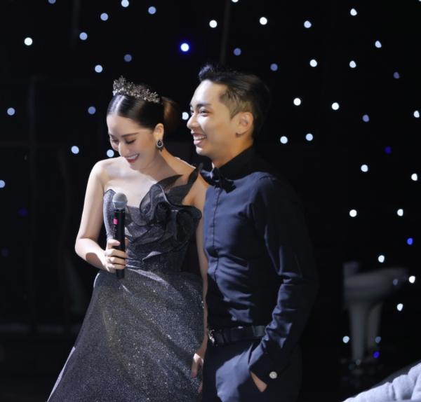 Elly Trần 'chơi lớn', đi dự sự kiện thôi cũng 'múa tay cosplay' thành Mẹ Rồng của 'Game of Thrones' 3