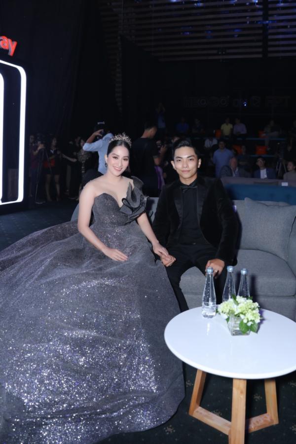 Elly Trần 'chơi lớn', đi dự sự kiện thôi cũng 'múa tay cosplay' thành Mẹ Rồng của 'Game of Thrones' 9