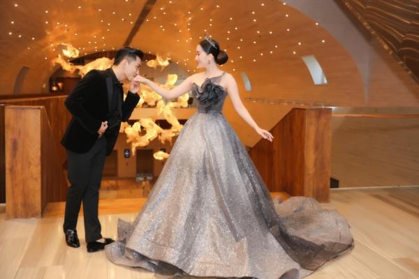 Elly Trần 'chơi lớn', đi dự sự kiện thôi cũng 'múa tay cosplay' thành Mẹ Rồng của 'Game of Thrones' 11