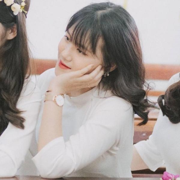 Khánh Linh là một trong 8 em đạt tổng 27 điểm trở lên của lớp chuyên Văn- THPT Chuyên Hùng Vương, Phú Thọ