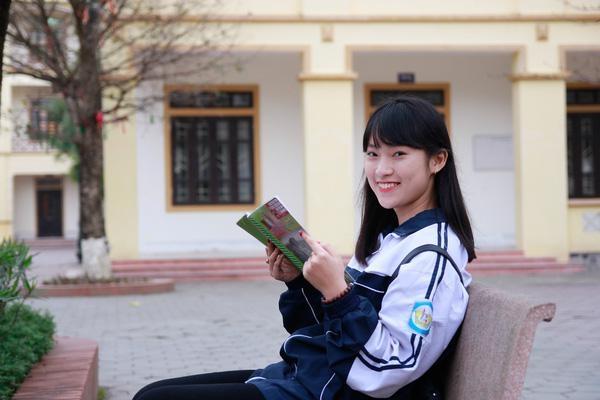 Khánh Vy là một trong những học sinh nổi bật của trường THPT chuyên Phan Bội Châu.