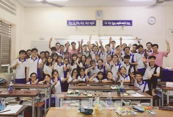 Lớp 12A3 của trường THCS- THPT Nguyễn Khuyên, Tp. Hồ Chí Minh