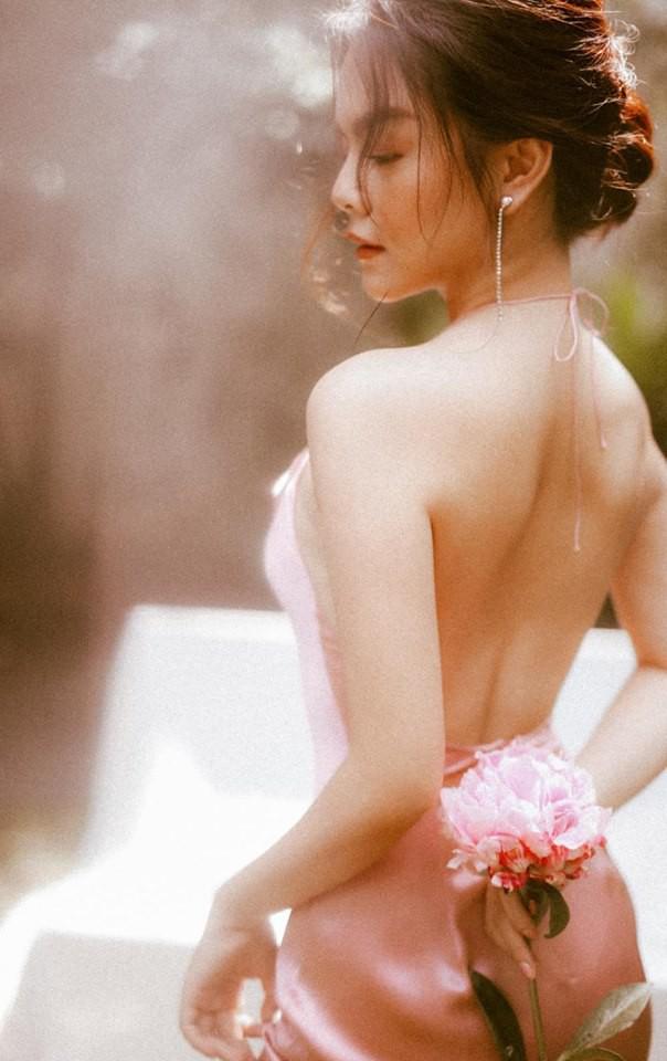 Phạm Quỳnh Anh được biết tới là 1 trong số những nữ ca sĩ 'sạch' nhất nhì showbiz Việt. Nổi tiếng từ những năm 1997 tới nay song nữ ca sĩ họ Phạm chưa từng vướng bất cứ scandal nào.