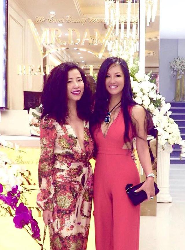 Diva Hồng Nhung cũng là một trong những nữ nghệ sĩ có sắc vóc trẻ trung ở độ tuổi U50. Sau khi ly hôn với chồng Tây, diva Hồng Nhung ngày càng mặc đẹp và gợi cảm.