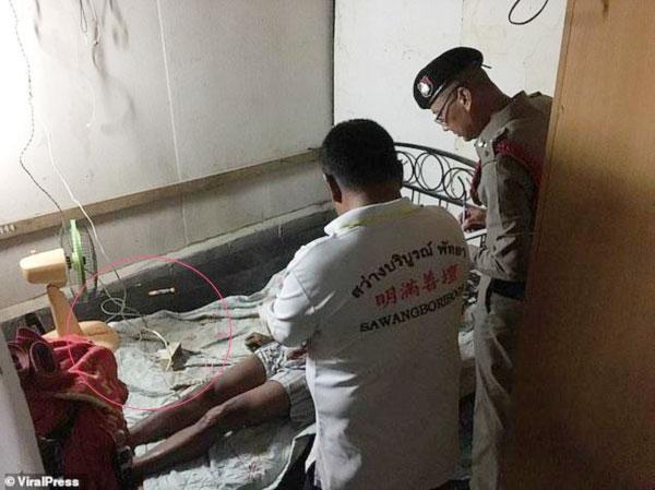 Cảnh sát khám nghiệm hiện trường nơiYotyoi tử vong.