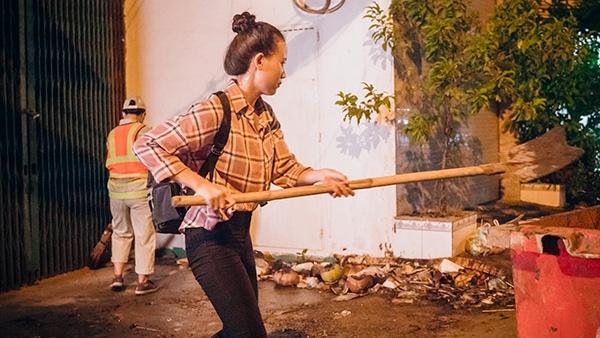 Thí sinh Miss World Việt Nam chui cống, mặt lấm lem, làm công nhân vệ sinh 0