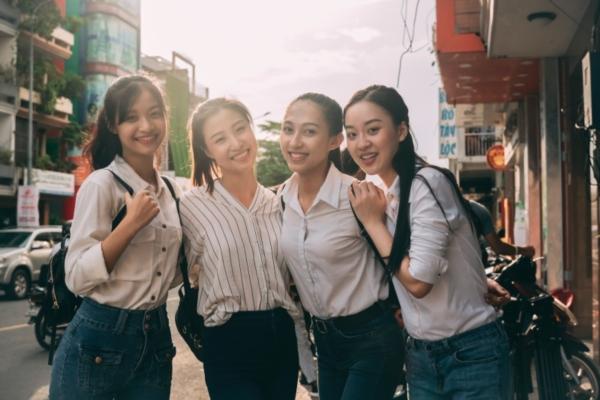 4 thí sinh củaMiss World Việt Nam trong dự án Nét chữ tương lai.