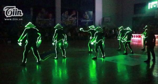 Mãn nhãn với tiết mục Led Dance lần đầu tiên được trình diễn tại VBA 2