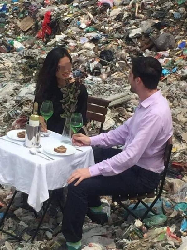 Đến bãi rác Nam Sơn đặt bàn ăn là có lí do gì nhỉ?