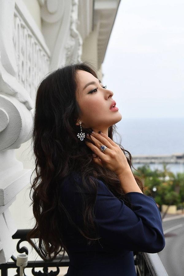 Song Hye Hyo ngày càng đẹp sắc sảo sau cuộc hôn nhân chóng vánh với Song Joong Ki