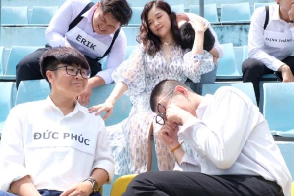 Isaac, Đức Phúc, Erik, Lou Hoàng... ngồi khóc nức nở, được Suni Hạ Linh dỗ dành 0