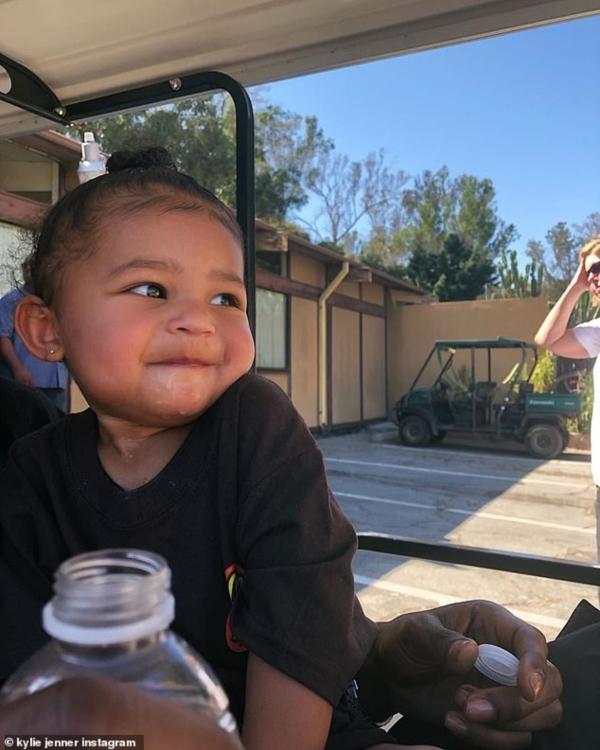 Hailey Baldwin muốn sinh em bé sau khi xem ảnh con gái quá dễ thương của Kylie Jenner 2
