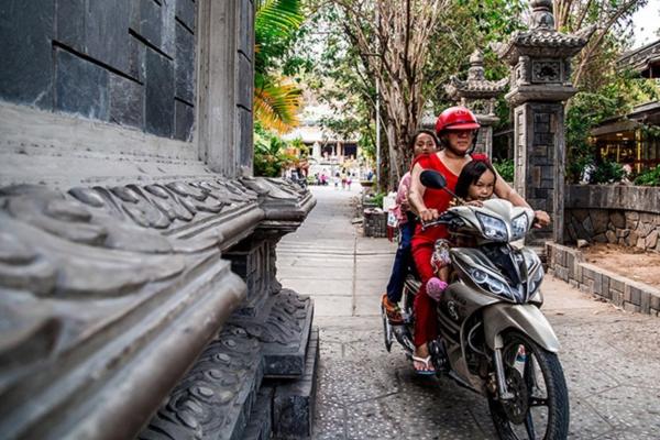 Xe máy - một thứ không thể thiếu của người dân Việt Nam
