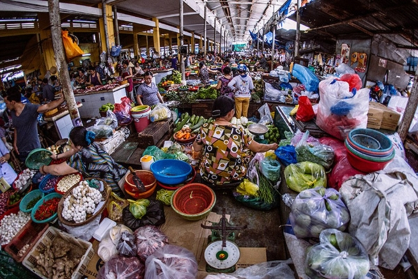 Họp chợ buổi sáng dường như là thứ không thể thiếu trong cuộc sống sinh hoạt của người Việt