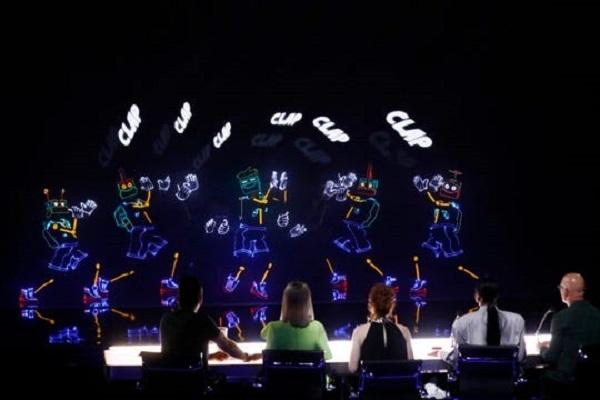 America's Got Talent: Nhóm nhảy điện tử nhí nhận nút vàng, được khen là 'tuyệt tác nghệ thuật' 1