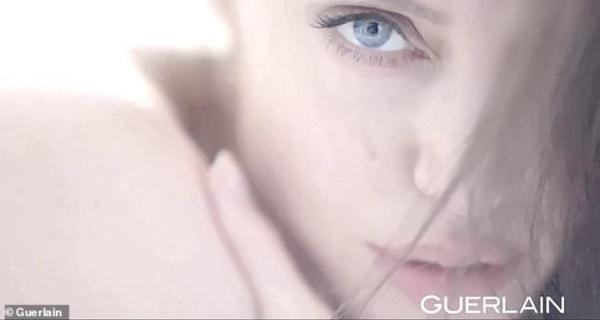 Angelina Jolie đẹp hút hồn trong quảng cáo mới.