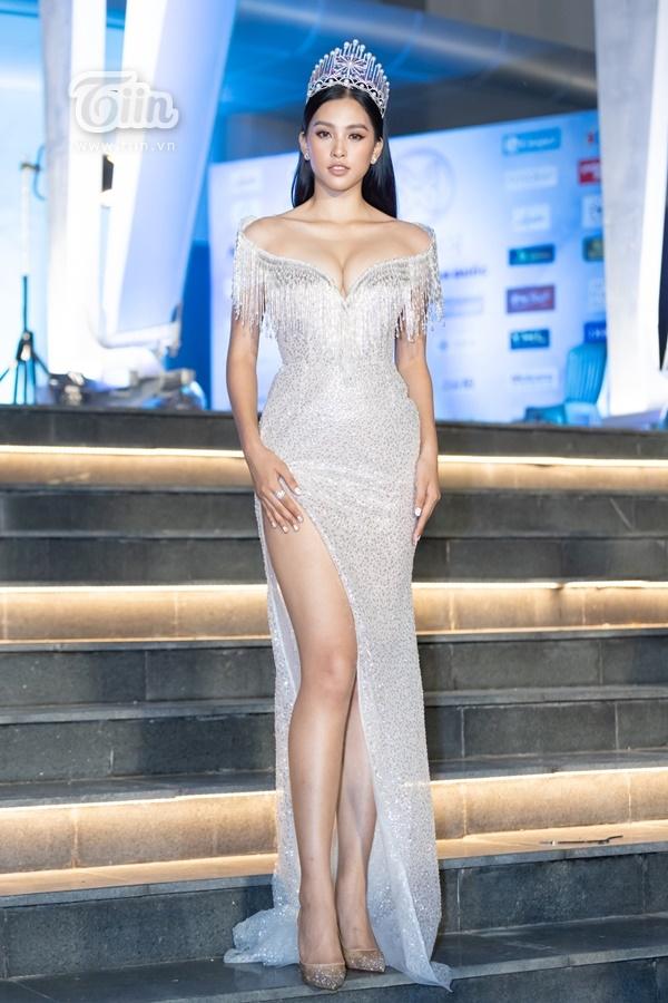 Chung kết Miss World Vietnam 2019: Hoa hậu Tiểu Vy khoe vòng một căng đầy sánh vai mỹ nam Thái trên thảm đỏ 4