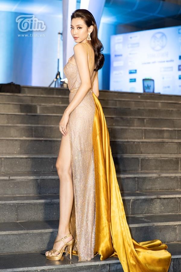 Người đẹp Nhân Ái Thùy Tiên xinh đẹp lộng lẫy với trang phục vàng đồng gợi cảm