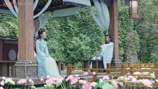 Thu Nguyệt an ủi Xuân Hoa khi cùng nhau quay trở về Thiên Nguyệt động
