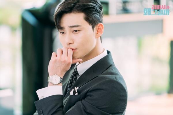 'Phó tổng Lee' từng khiến bao trái tim thiếu nữ mê mẩn trong phimThư ký Kim sao thế.