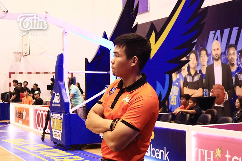 HLV Phan Thanh Cảnh và các học trò vừa có chiến thắng kịch tính trên sân khách