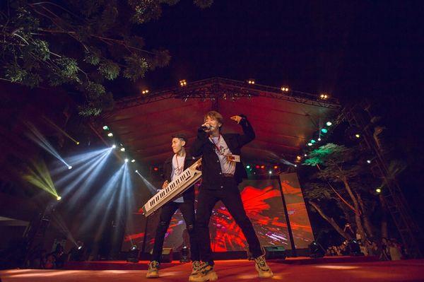 Hai ca sỹ trẻ vừa tham gia một sự kiện âm nhạc