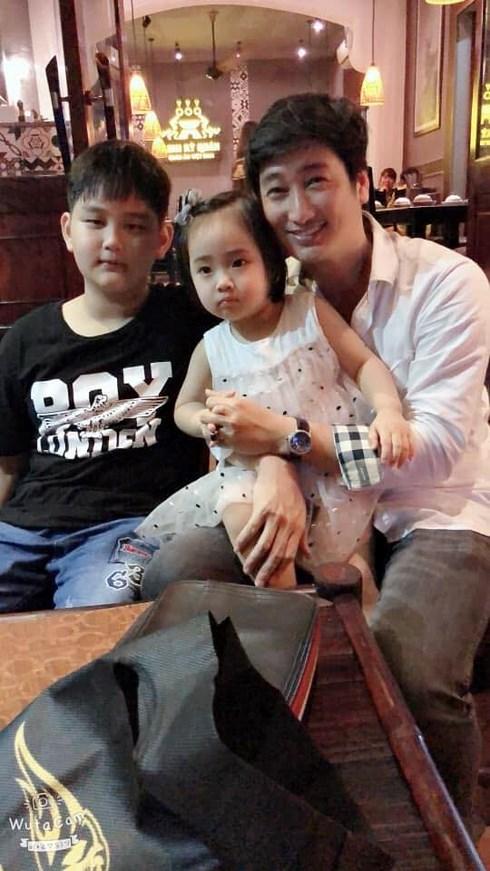 Khoảnh khắc hạnh phúc của Ngọc Quỳnh cùng 2 con nhỏ