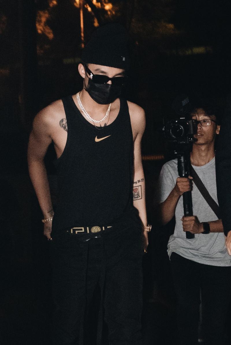 Sơn Tùng M-TP diện áo ba lỗ, khoe hình thể săn chắc trong buổi tổng duyệt Sky Tour tại Hà Nội 0