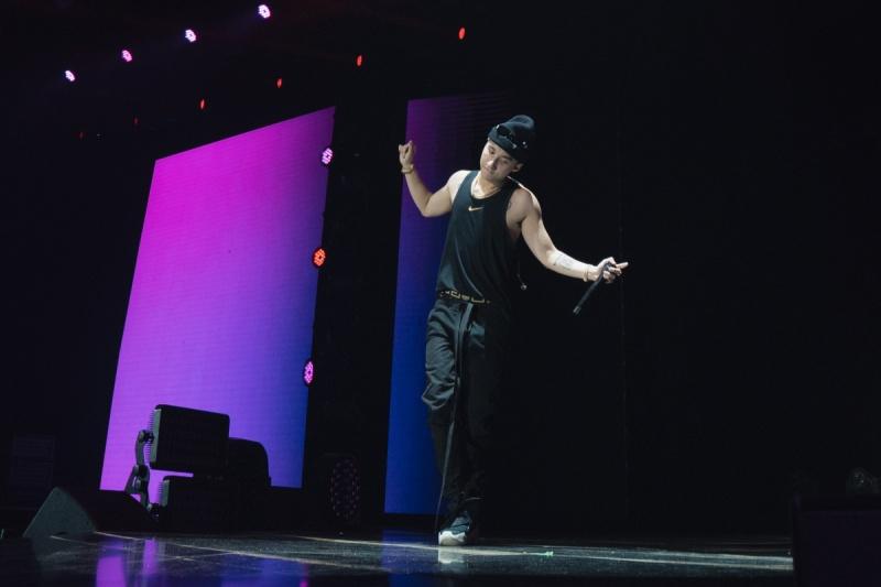 Sơn Tùng M-TP diện áo ba lỗ, khoe hình thể săn chắc trong buổi tổng duyệt Sky Tour tại Hà Nội 3