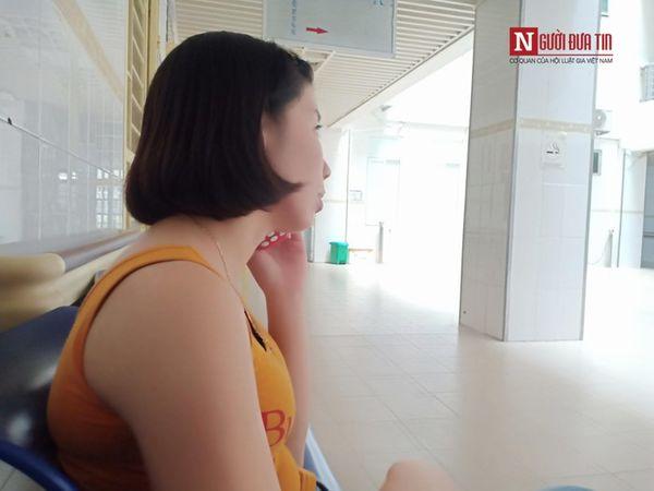 Chị Mai tỏ rõ nỗi buồn khi nói về tình hình sức khỏe của con gái với người thân. (Ảnh: NĐT).