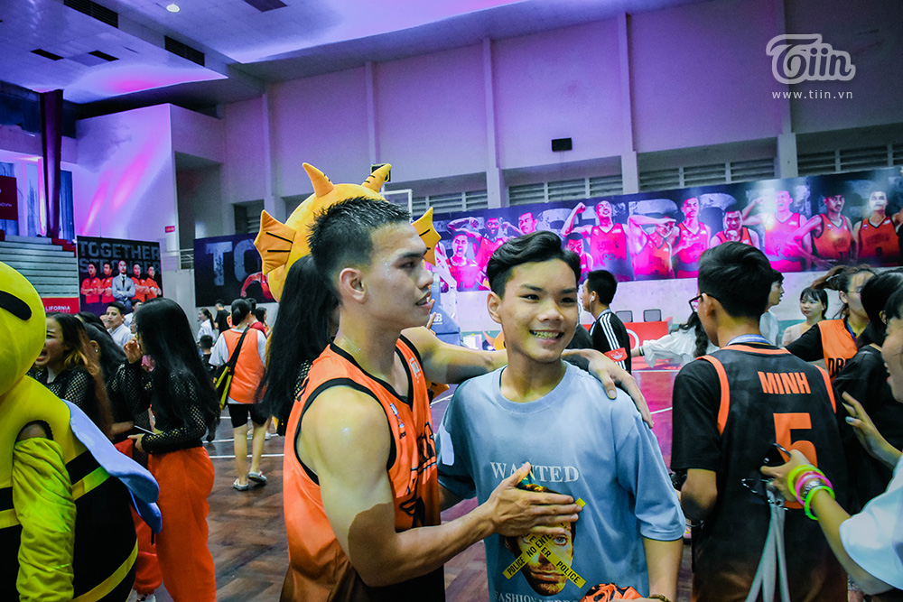 Nhận lời 'triệu tập', fans Danang Dragons cùng đội bóng tạo nên khoảnh khắc đáng nhớ nhất mùa giải 8